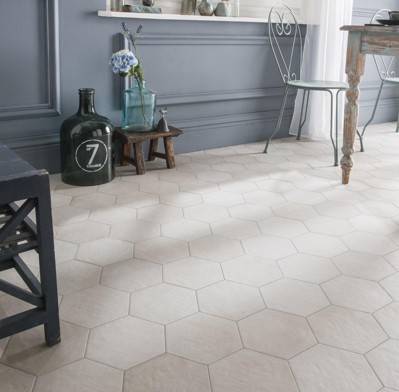 Du Carrelage Hexagonal Blanc Cassé Pour Un Style Campagne Dans La - Carrelage hexagonal blanc