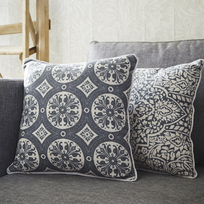 coussin au style industriel cuir lin velours. Black Bedroom Furniture Sets. Home Design Ideas
