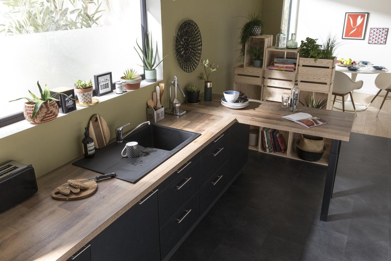 Une cuisine style industriel en bois clair et noir leroy - Solde meuble cuisine ...