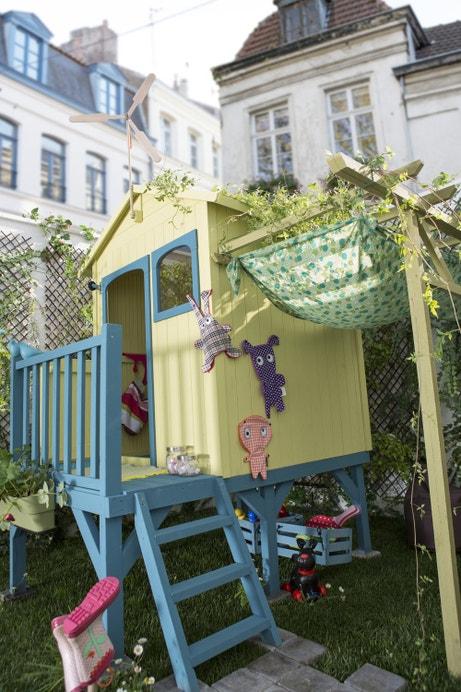Une maisonnette pour enfants sur pilotis
