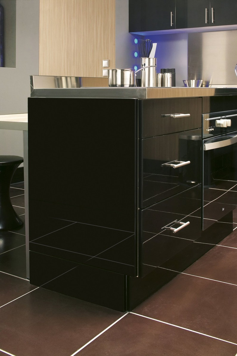 un plan de travail pour la cuisine inox leroy merlin. Black Bedroom Furniture Sets. Home Design Ideas