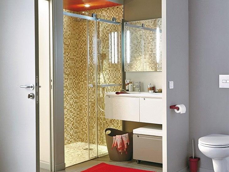 cr er une deuxi me salle de bains avec une douche l 39 italienne leroy merlin. Black Bedroom Furniture Sets. Home Design Ideas