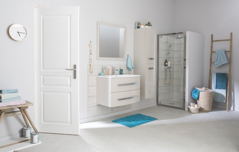 une salle de bains lumineuse et fonctionnelle leroy merlin. Black Bedroom Furniture Sets. Home Design Ideas