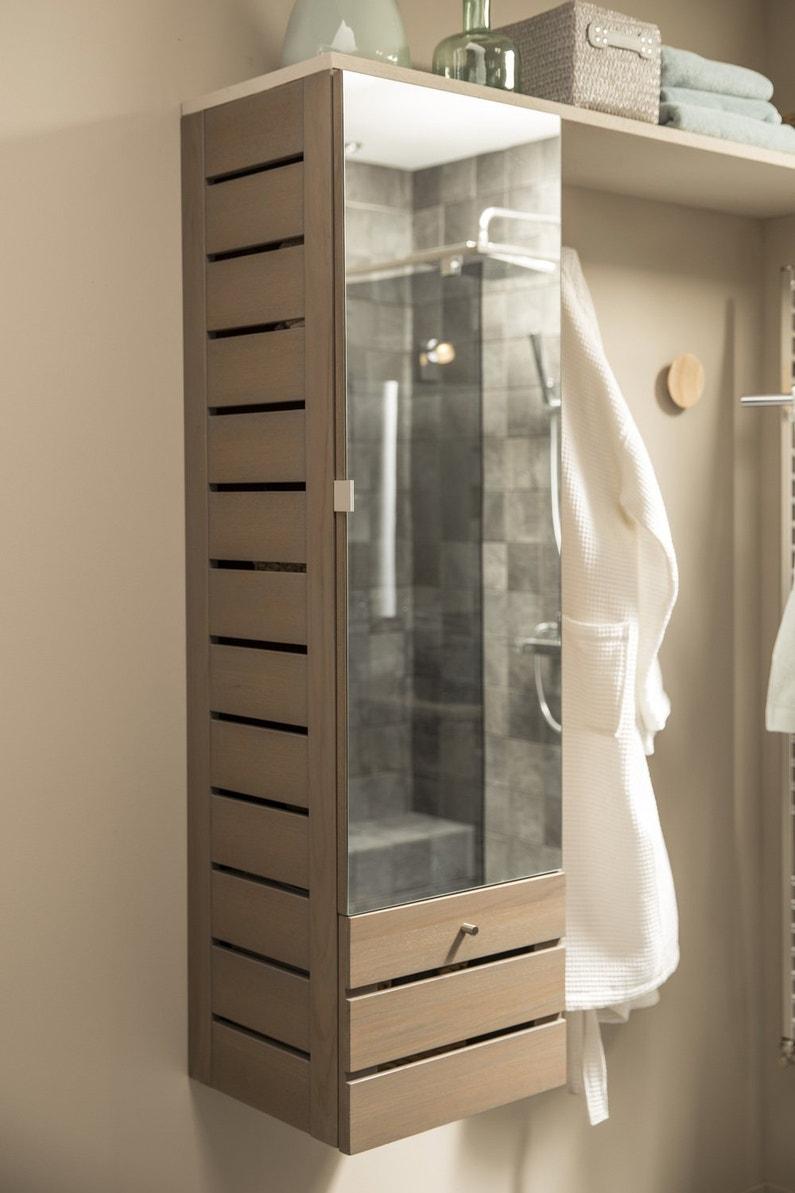 Une colonne en bois et miroir pour la salle de bains for Colonne en bois salle de bain