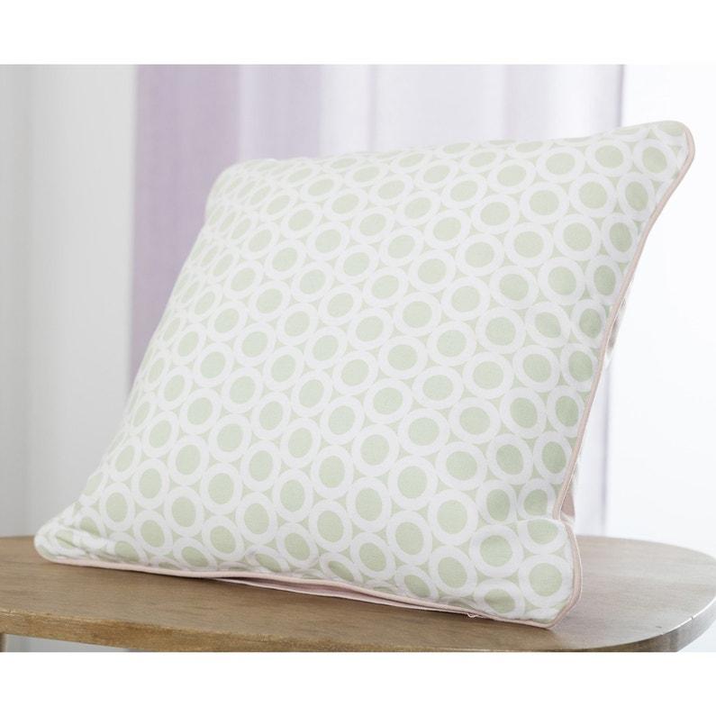 du vert d 39 eau sur le coussin pour un int rieur au style scandinave leroy merlin. Black Bedroom Furniture Sets. Home Design Ideas
