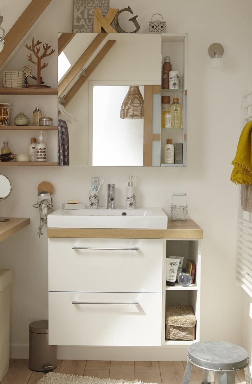 une salle de bains sous les combles. Black Bedroom Furniture Sets. Home Design Ideas
