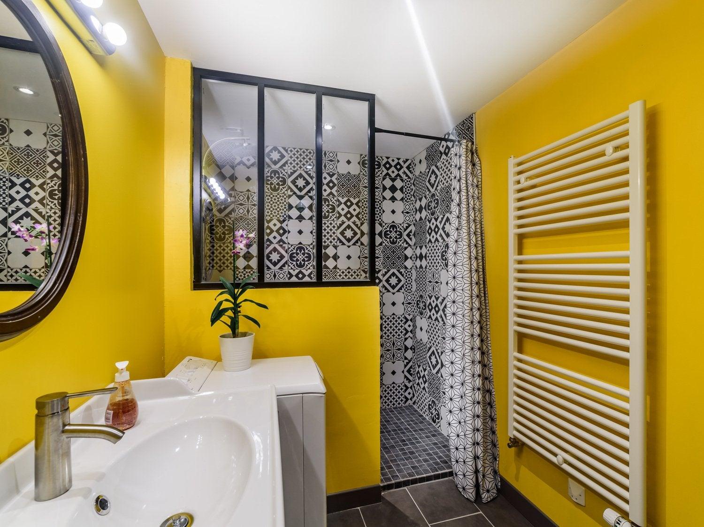 La salle de bain colorée de Charlotte à Arbois   Leroy Merlin