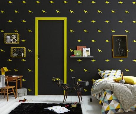 Effet contraste, peinture noire et touches de jaune