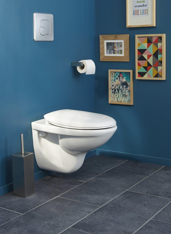 Un WC Suspendu Blanc Dans Une Pièce Bleue Et Grise