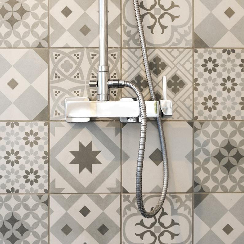 L'alliance du vintage et du chrome dans la salle de bains d'Anaïs à Reze