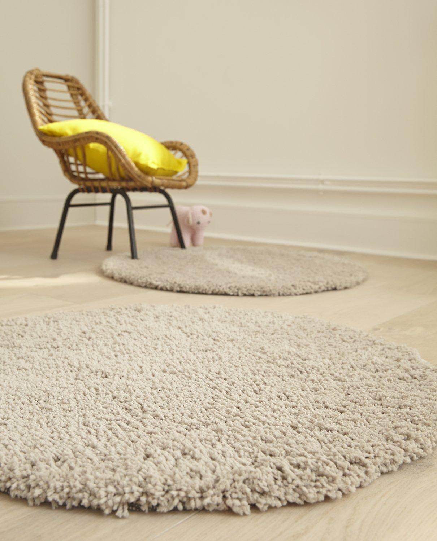 des tapis tout doux pour plus de cofort dans le salon leroy merlin. Black Bedroom Furniture Sets. Home Design Ideas