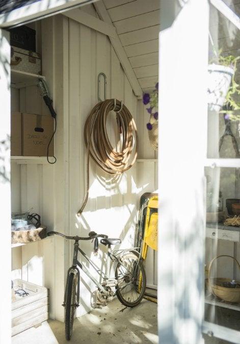 tout savoir pour bien ranger son abri de jardin leroy merlin. Black Bedroom Furniture Sets. Home Design Ideas