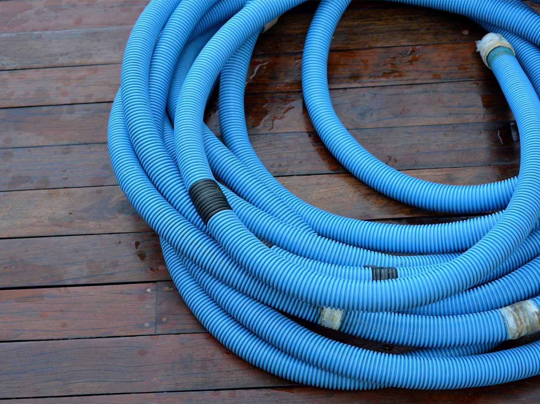 Poser l'installation électrique de la piscine