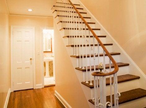 comment peindre un escalier leroy merlin. Black Bedroom Furniture Sets. Home Design Ideas