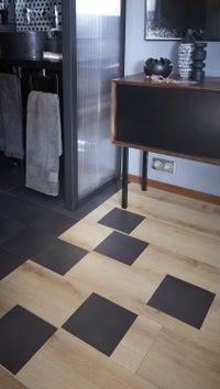un tapis en trompe l 39 oeil avec des carreaux de ciment leroy merlin. Black Bedroom Furniture Sets. Home Design Ideas