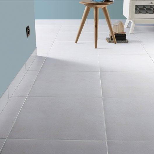 Carrelage sol et mur blanc ivoire 5 effet b ton universo l for Plinthe carrelage blanc