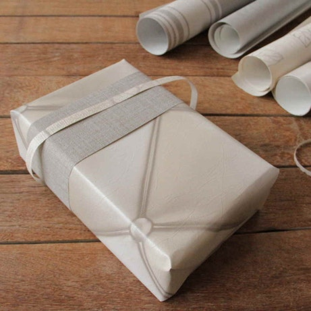 diy cr er un papier cadeau original leroy merlin. Black Bedroom Furniture Sets. Home Design Ideas