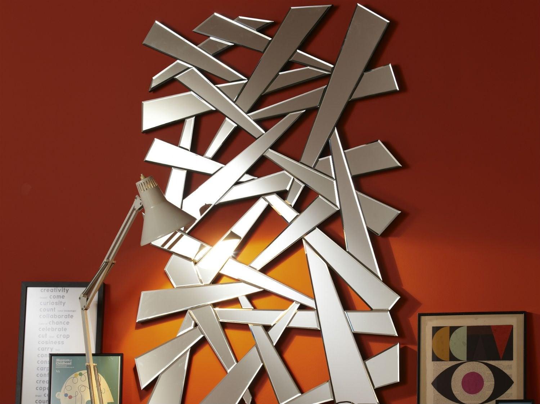 accrocher un cadre ou un miroir - Comment Mettre Des Tableaux Au Mur Sans Faire De Trou