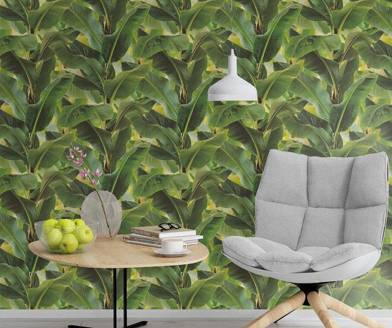 du papier peint trompe l 39 oeil fait de feuille de bananier pour plus de nature leroy merlin. Black Bedroom Furniture Sets. Home Design Ideas