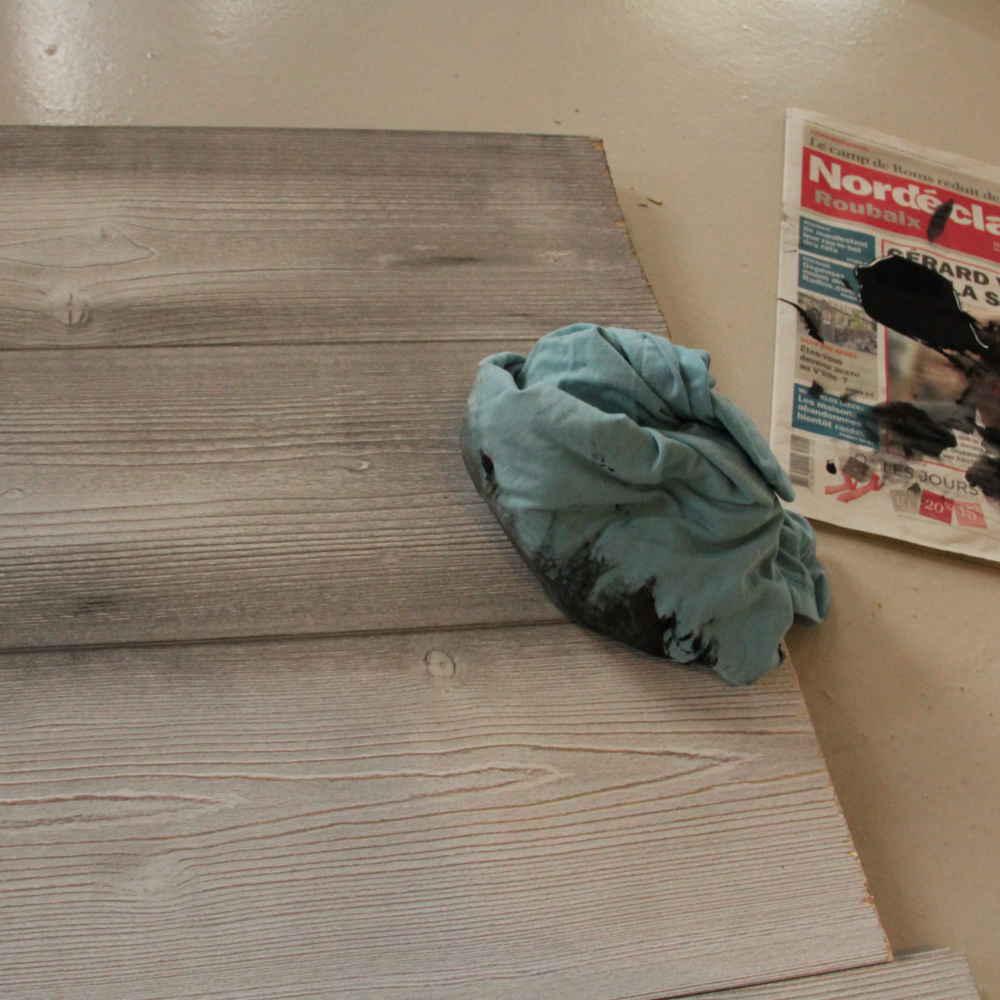 Comment r aliser sa t te de lit en lambris leroy merlin - Comment vieillir du bois ...