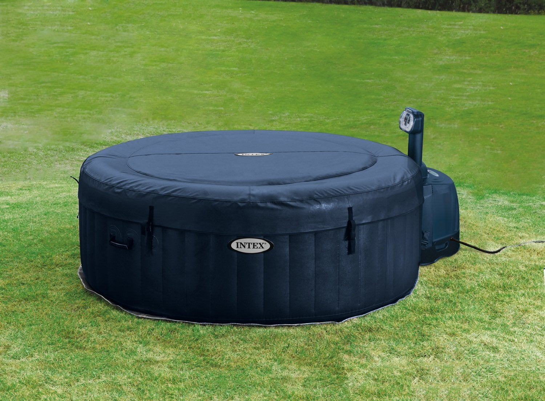 une piscine octogonale int gr e dans une terrasse en bois leroy merlin. Black Bedroom Furniture Sets. Home Design Ideas