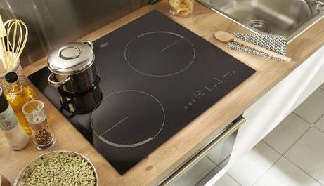 Une plaque induction 3 foyers pour cuisiner vos repas