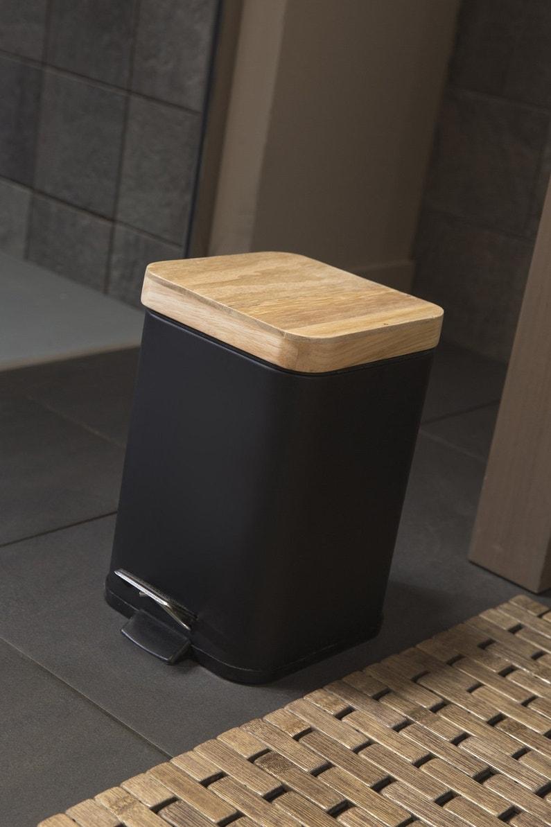 Une poubelle de salle de bains noire et en bois for Dtu salle de bain