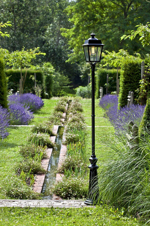 Un lampadaire ext rieur pour illuminer votre jardin for Lampadaire exterieur jardin