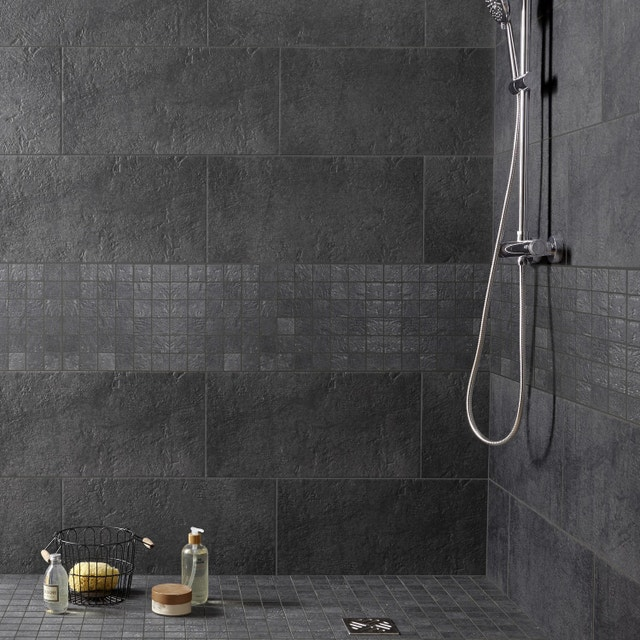 Un carrelage pour salle de bains aspect ardoise mat | Leroy Merlin