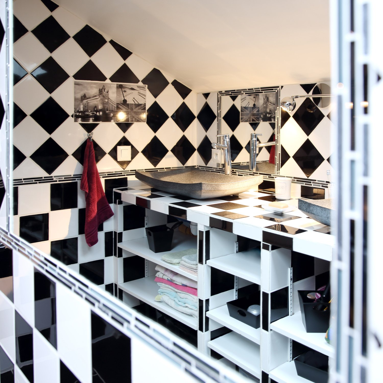 un carrelage mural damier noir et blanc leroy merlin. Black Bedroom Furniture Sets. Home Design Ideas