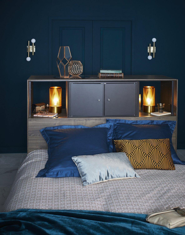 Coussin et mur bleu canard pour une chambre art déco | Leroy Merlin