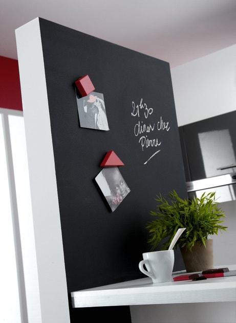 Un mur pratique pour la cuisine avec une peinture magnétique