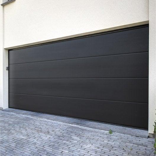 Pose Dun Porte De Garage Sectionnelle Artens Prermium Leroy Merlin - Porte de garage sectionnelle avec porte pvc leroy merlin