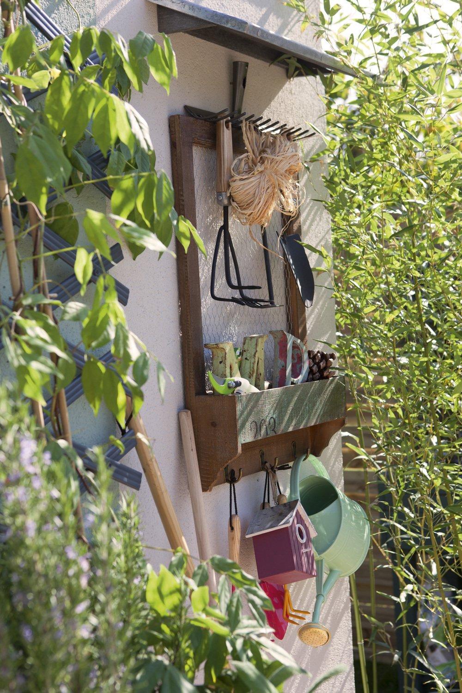 un rangement mural pour ses outils de jardinage leroy merlin. Black Bedroom Furniture Sets. Home Design Ideas