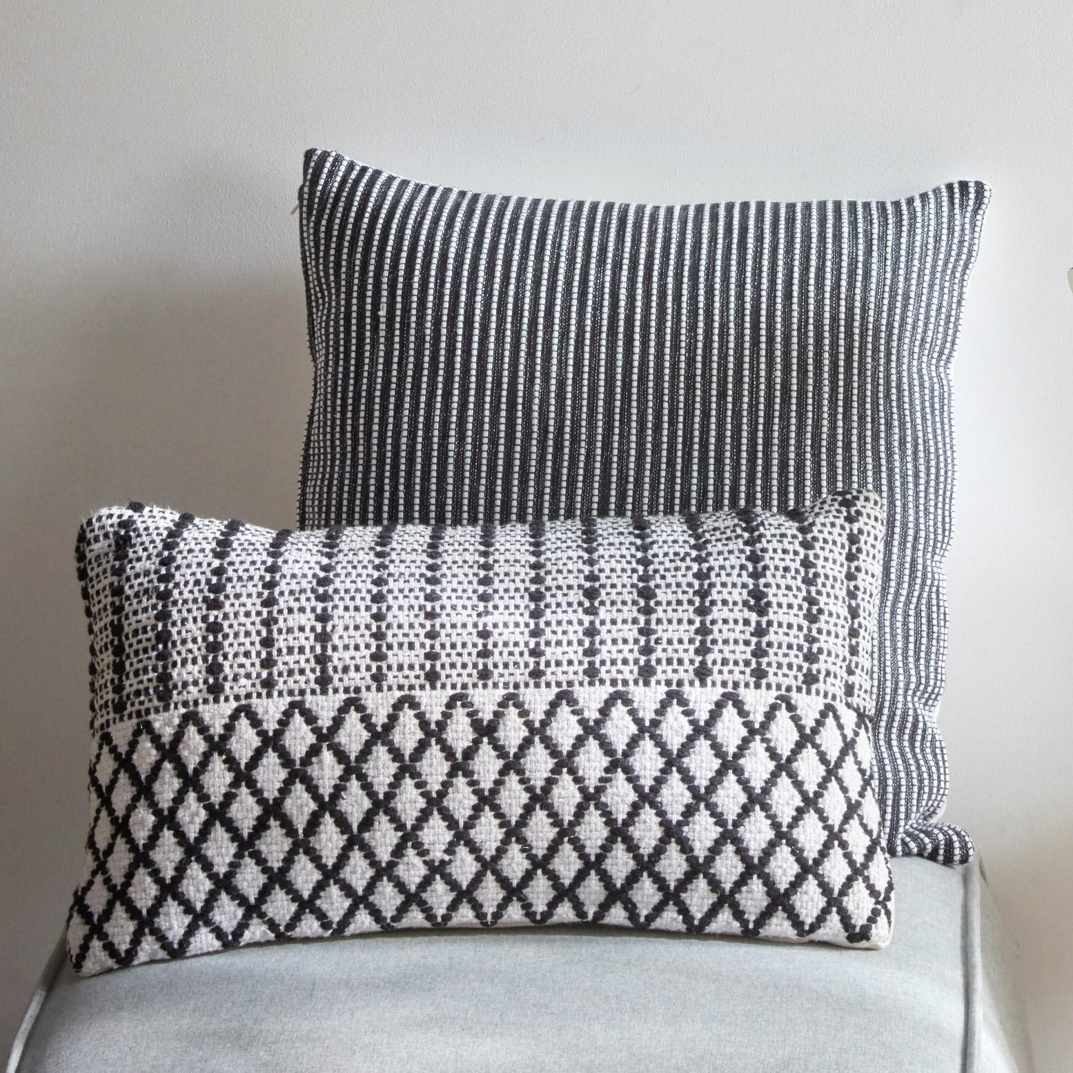 Coussin Haseya INSPIRE, blanc / noir l.50 x H.30 cm