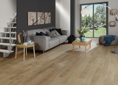 Un parquet en chêne naturel pour sublimer votre salon