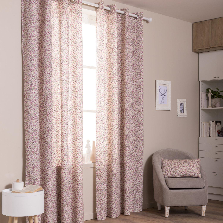 Des rideaux et coussins roses aux imprim s floraux pour donner un style romantique la chambre for Rideaux imprimes