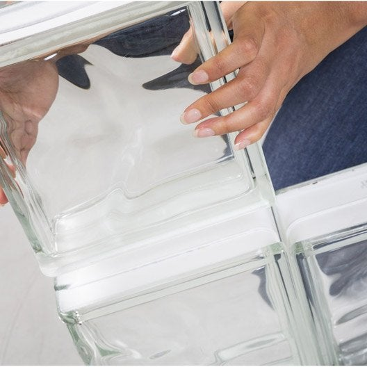 Monter un mur en briques de verre 3h leroy merlin for Pose brique de verre exterieur