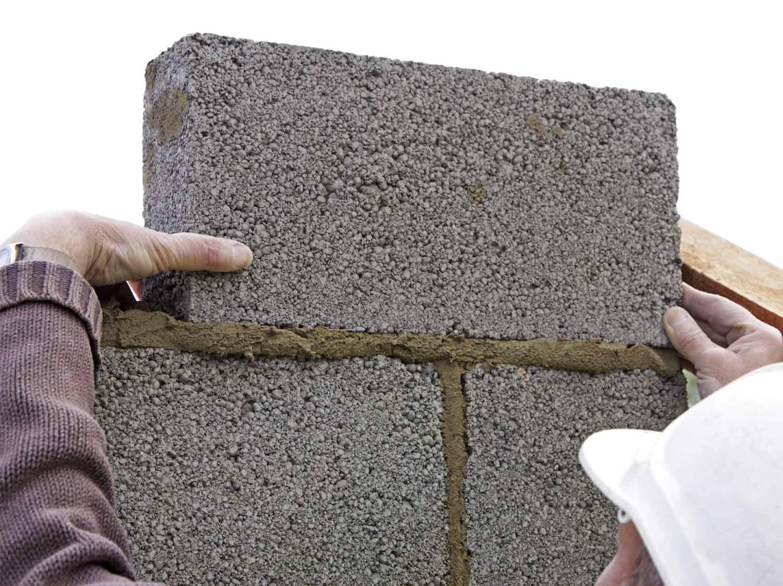 Epaisseur Enduit Sur Parpaing comment construire un mur en parpaing ? | leroy merlin
