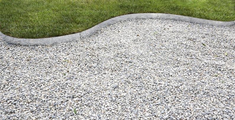 D limiter deux espaces dans votre jardin avec des bordures for Bordure jardin metallique