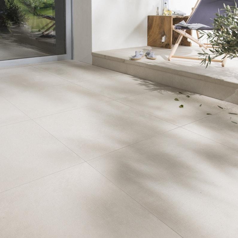 Du carrelage ivoir effet b ton sur la terrasse leroy merlin for Terrasse beton carrelage