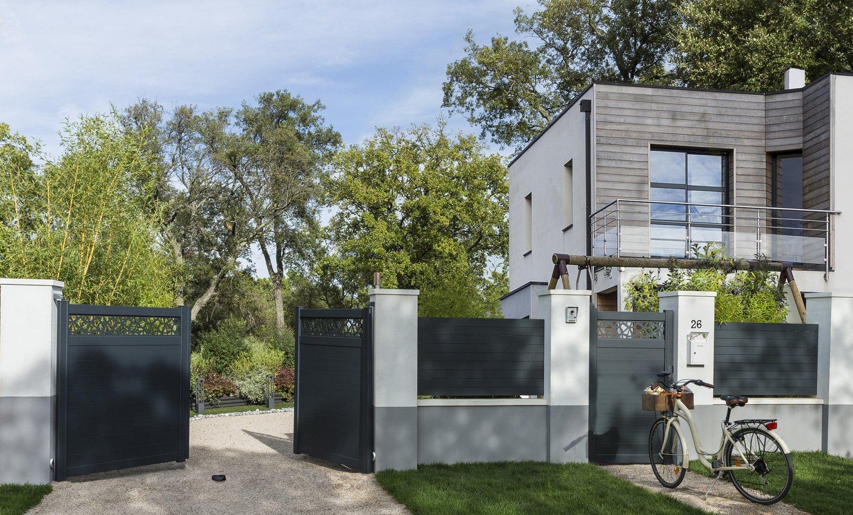 Portail Maison un portail électrique gris pratique et beau | leroy merlin