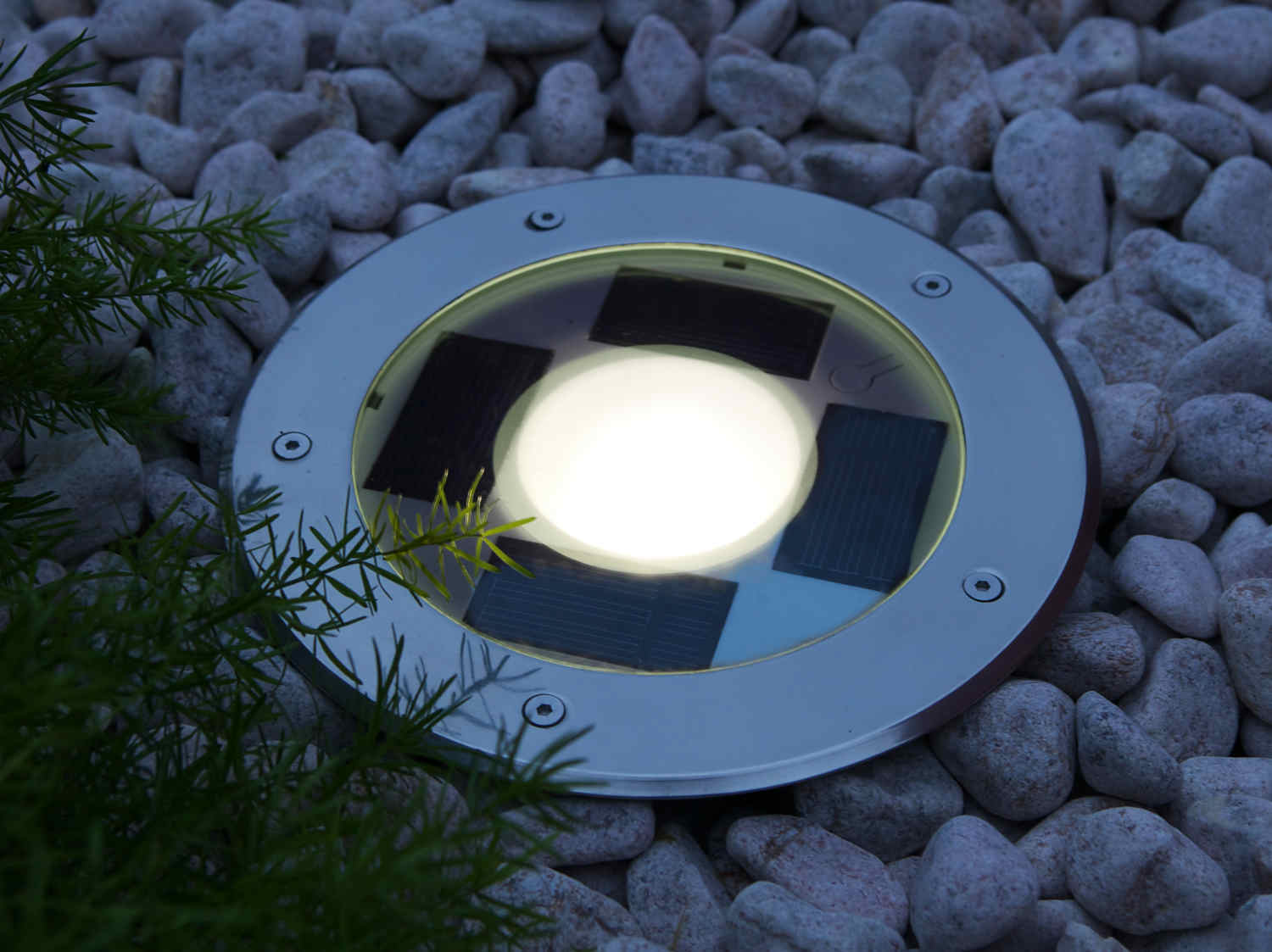 Eclairer son jardin leroy merlin for Eclairage exterieur solaire led leroy merlin