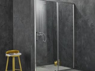 Installer une paroi de douche d'angle ou de face