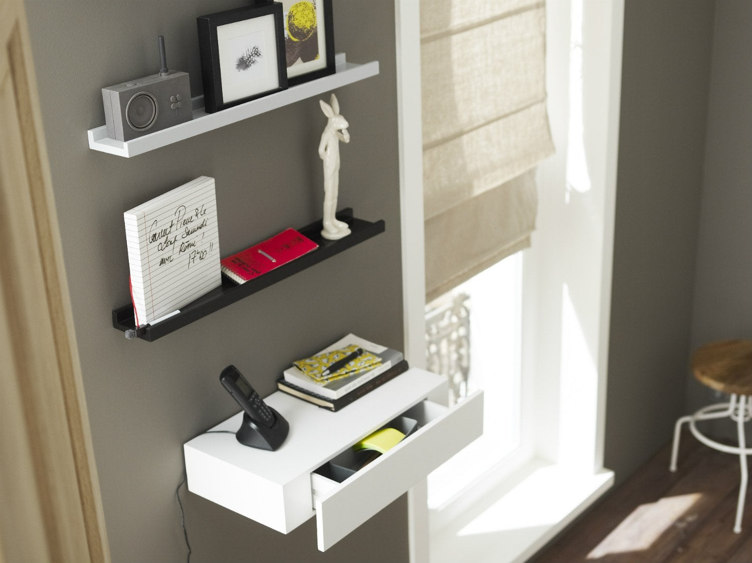 comment poser une tablette avec une fixation invisible. Black Bedroom Furniture Sets. Home Design Ideas
