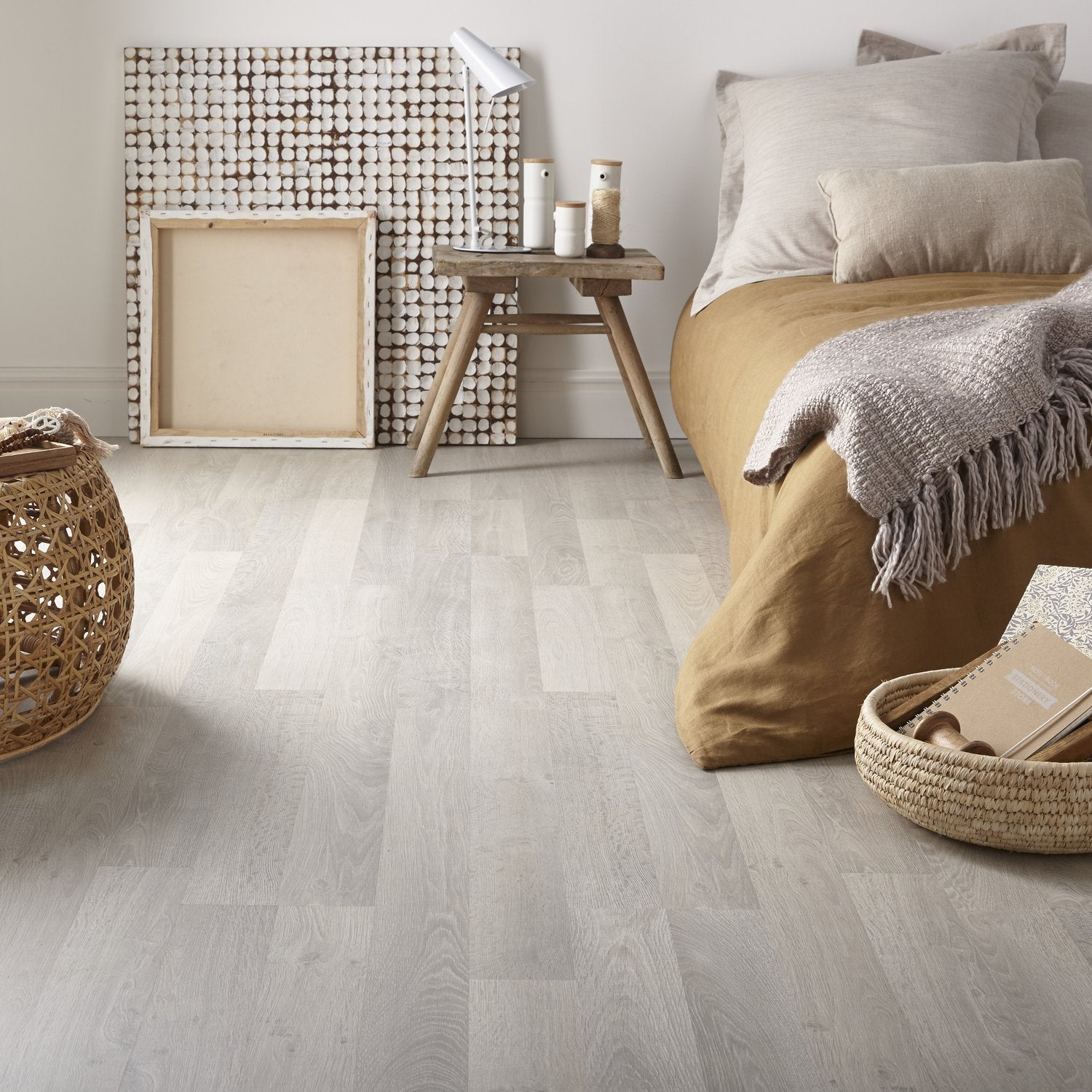 parquet stratifi chambre corbis sol stratifi chne classique beige monolames im1847 parquet. Black Bedroom Furniture Sets. Home Design Ideas