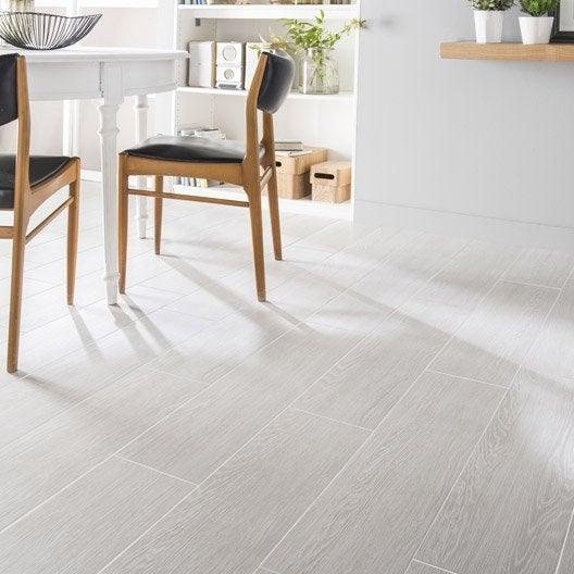 Carrelage sol et mur blanc calcaire 1 effet bois avoriaz x cm leroy merlin - Carrelage gris mur blanc ...