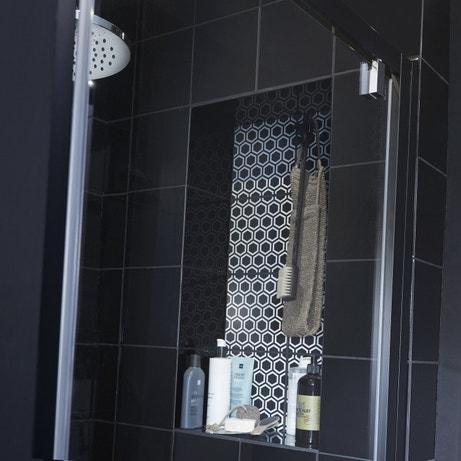 Une niche de rangement dans la douche