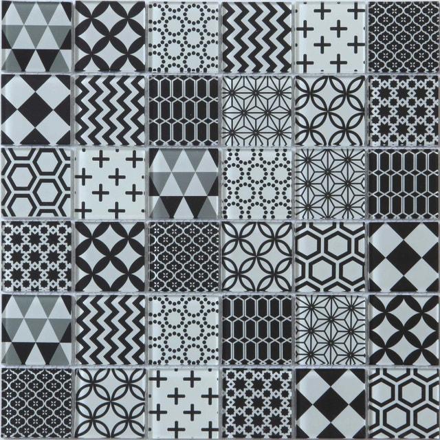 Donner De La Modernite A Votre Douche Avec Un Carrelage Mosaique Noir Et Blanc Leroy Merlin