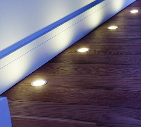Des spots de lumière au sol